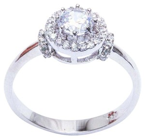 9.2.5 Beautiful white topaz halo cocktail ring size 7