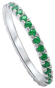 9.2.5 Gorgeous green emerald all around band ring size 7