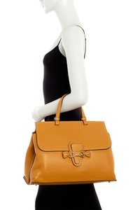 Valentino Satchel in Miele Brown