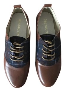 Restricted Oxford Vintage Brown with navy blue Flats