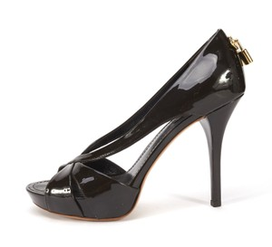 Louis Vuitton black patent leather Pumps