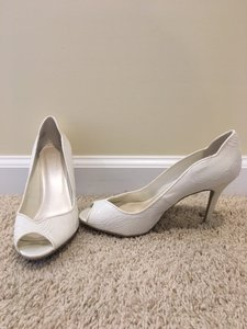 David's Bridal Ivory Lace Wedding/formal Size 8 Heels Wedding Shoes