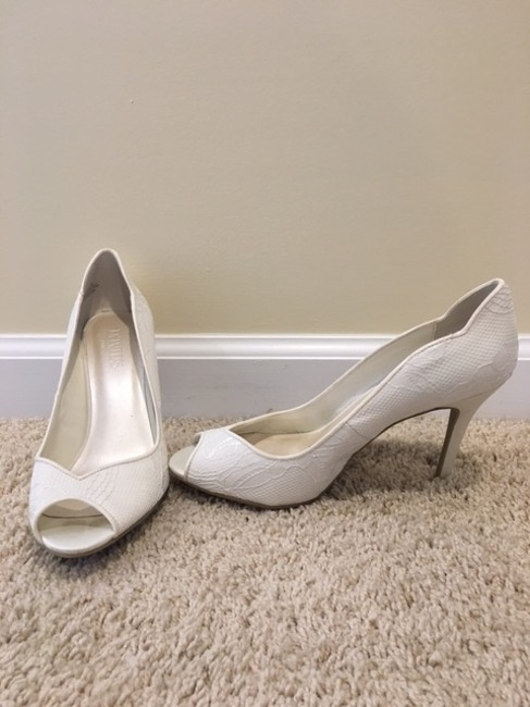 Item - Ivory/Lace Wedding/Formal Heels Formal Size US 8 Regular (M, B)