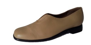 Munro American Leather Low Heel Tan Flats