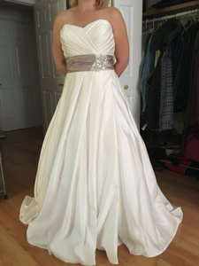 Private Collection - Jesse Lynch Wedding Dress