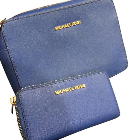 Preload https://img-static.tradesy.com/item/20134616/michael-michael-kors-blue-leather-cross-body-bag-0-1-540-540.jpg