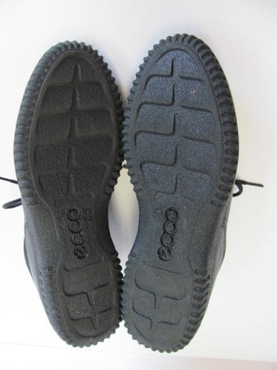 Ecco Walking Size 7.50 Very Good Condition black Flats