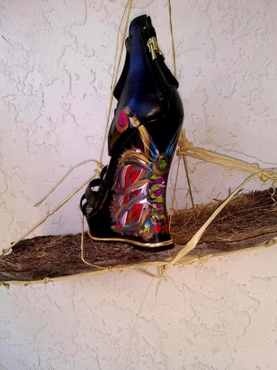 Guess Hand Painted Artisan Black Wedges Image 4