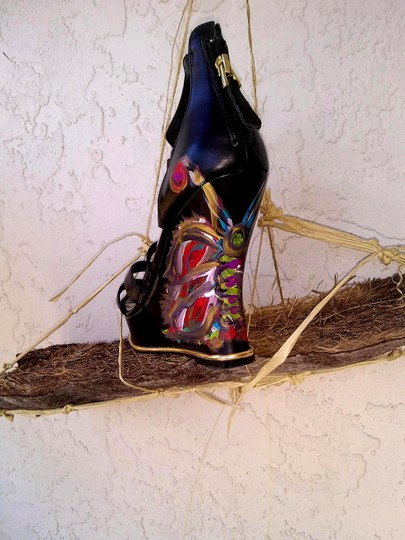 Guess Hand Painted Artisan Black Wedges Image 5
