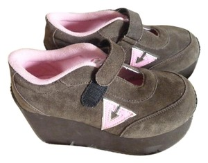 Volatile Pink and Deep Brown Wedges