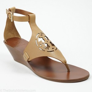 Tory Burch Zoey 10 Sand Ankle Strap Logo Nude Wedges
