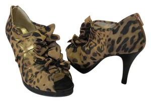 Size 7.00 M Animal Print Neutral, Black Pumps