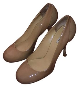Miu Miu Nude. Tan. Pumps