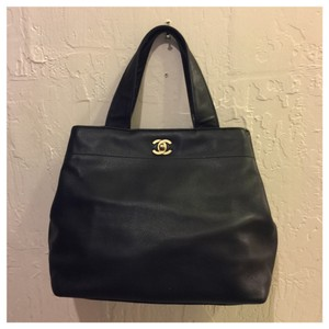 Chanel Tote in . Black