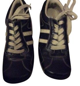 Steve Madden Black a s tan Athletic