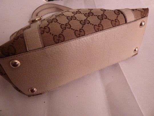 e523f5553a44 Gucci Bold Gold Accents Satchel/Tote Style Excellent Vintage Great Everyday  Abbey D Ring Line