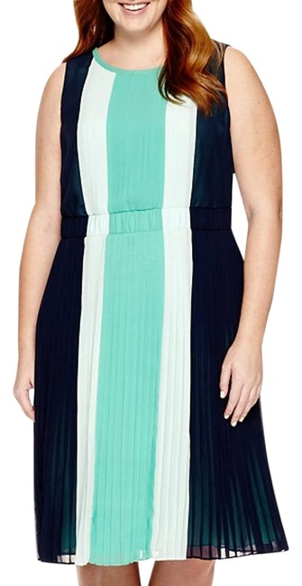 Item - Mid-length Night Out Dress Size 14 (L)