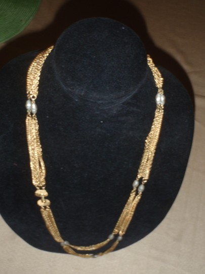 Unknown Custom necklace with pretty beads gold tone/plated Image 10
