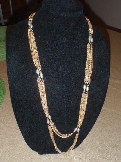 Unknown Custom necklace with pretty beads gold tone/plated Image 8