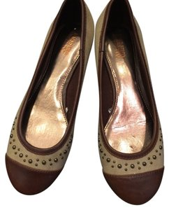 Mossimo Studded tan & brown Flats