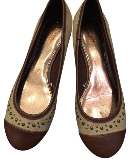 Preload https://item5.tradesy.com/images/mossimo-studded-tan-and-brown-flats-2014704-0-0.jpg?width=440&height=440
