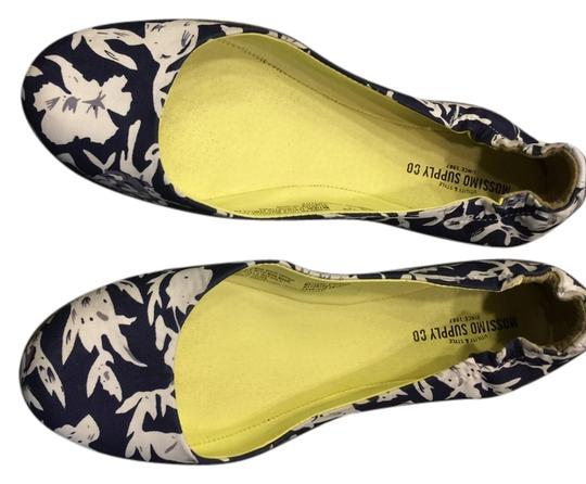 Mossimo navy & white floral Flats