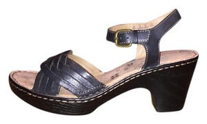 Naturalizer Leather Strappy Comfortable Leather Black Sandals