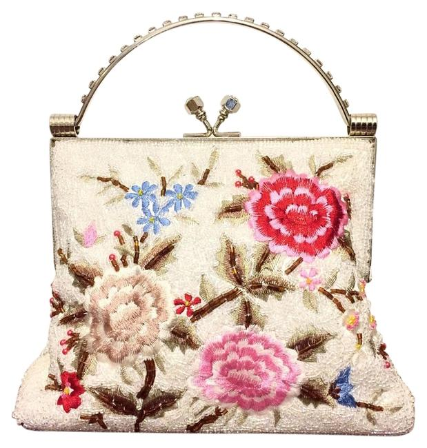 Item - Floral Beaded Handmade and Baguette Kisslock White Bead Clutch