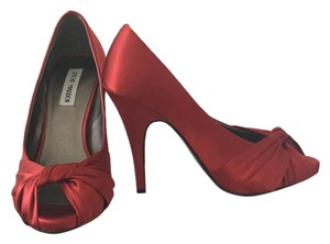 Steve Madden Red satin Pumps