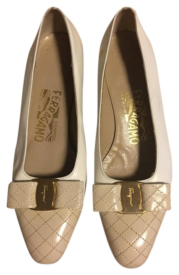 Salvatore Ferragamo Creme/Tan Quilt Toe and Buckle Bow Gold Buckle and Pumps 601a76