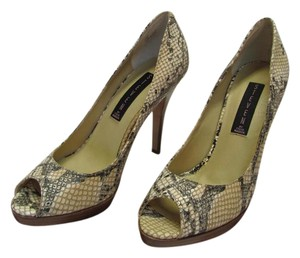 Steve Madden Leather Size 7.50 M Reptile Design Very Good Condition Neutral, Black Pumps