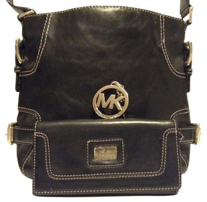 Michael Kors Buckle And Wallet Set Satchel in Black