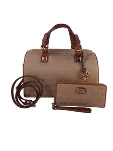 Michael Kors Grayson Wristlet Satchel in Camel / Luggage