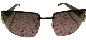 Gucci glasses have the gucci monogram on the sides