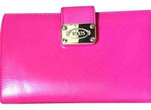 Tod's tod's bright pink bifold wallet used in excellent condition