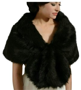 Wrapper nwot scarf wrap faux fur black white wedding bridal