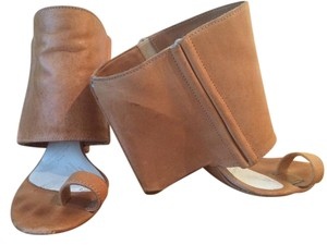 Maison Margiela Booties Toe Loop Wedge Unique Camel Sandals