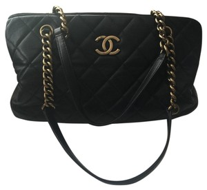 Chanel Quilted Calfskin Cc Tote in Black