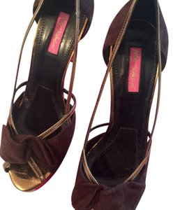 Betsey Johnson Brown with gold trim Pumps