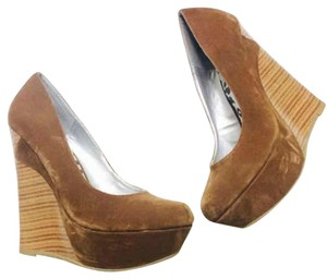 Dollhouse Brown Pumps