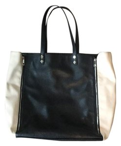 Izod Tote in Black And Beige