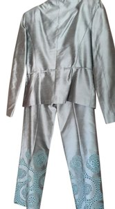 Kay Unger *Sale*Kay Unger New York embroidered pant suit set