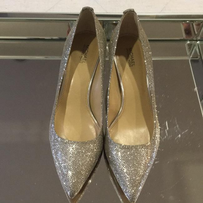 Item - Silver with Hint Of Gold Pumps Size US 8 Regular (M, B)