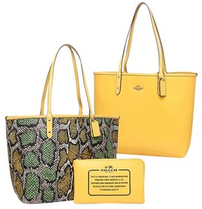 Coach Tote in Yellow/multi