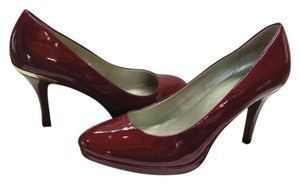 Tahari Size 9.00 M Patent Dark Red Pumps