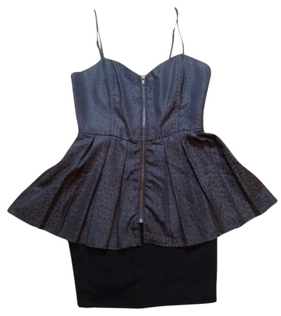 Preload https://img-static.tradesy.com/item/2017231/forever-21-black-and-grey-above-knee-night-out-dress-size-4-s-0-0-650-650.jpg