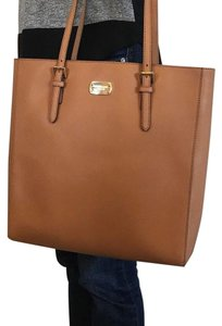 Michael Kors Jet Set Item Tote in Brown acorn Gold tone