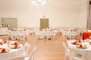 Ivory Tablecloths, Burnt Orange Overlays, And Burnt Orange Napkins