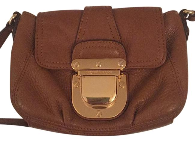 Item - With Adjustable Straps Brown Leather Cross Body Bag