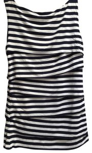 Vince Camuto Top navy and white